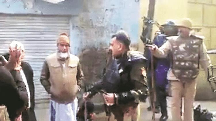 'Go to Pakistan,' says Meerut SP to protestors, watch video