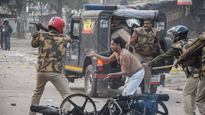UP Police detain MPs, seal shops, confiscate property of 'protesters'