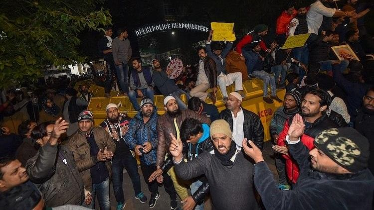 People protesting outside Delhi Police headquarters against police crackdown on Jamia students on Sunday, Dec 15. More than 100 students have been injured in the police action.  (PTI photo)