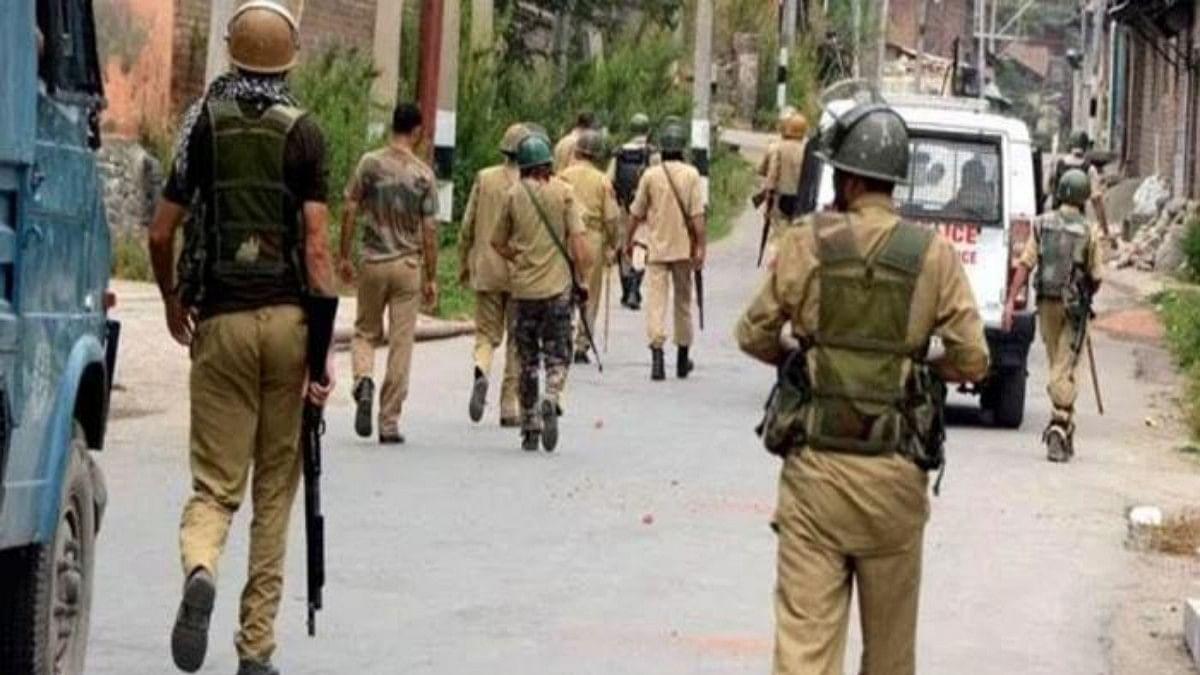 Senior J&K police officer detained with Hizbul, LeT militants in South Kashmir