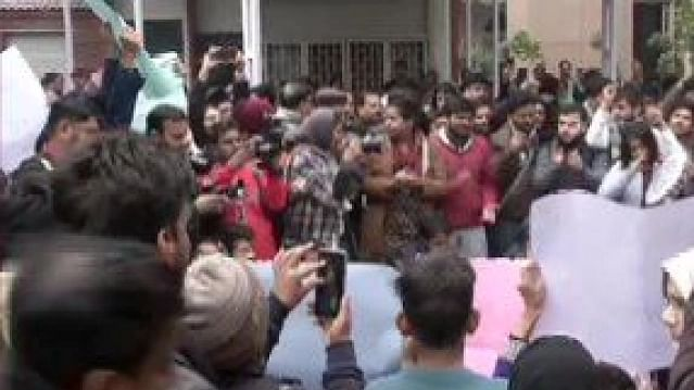 Jamia students gherao VC's office, demand registration of FIR against Delhi Police