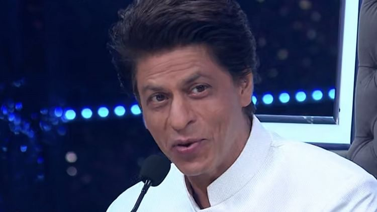 WATCH: I am a Muslim, my wife is a Hindu, and my kids are Hindustan, says Shah Rukh Khan, wins hearts