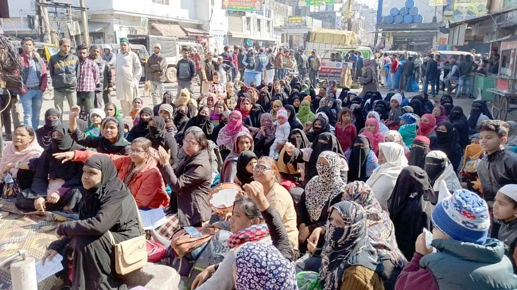 Women and Children holding a 72 hour long dharna against CAA and NRC at Taj chowk at Haldwani