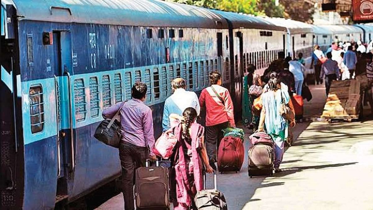 Railway revenue from passenger fare down by ₹400 cr in Q3; income from freight up by ₹2800 cr: RTI