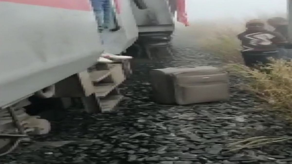 5 coaches of Lokmanya Tilak Express derail near Cuttack; 15 passengers injured
