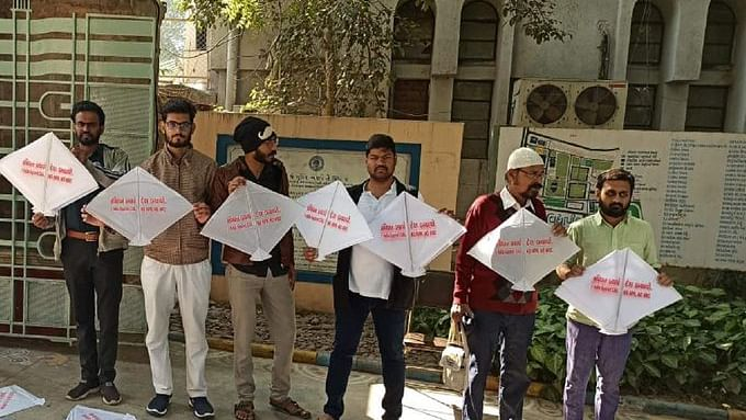 Now cops enter Gujarat Vidyapith campus holding anti-CAA kite-flying event