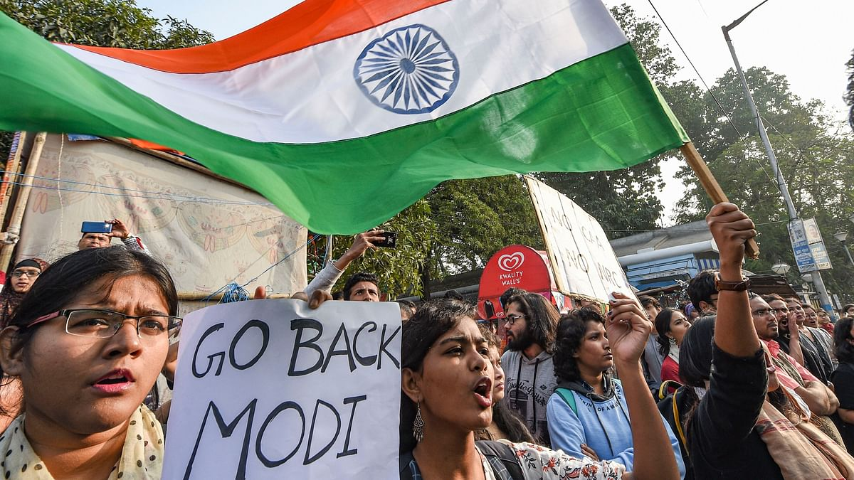 Modi arrives in Kolkata, told to 'go back' by crowds holding black flags