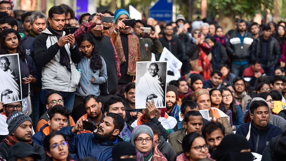 JNU protests: Police lathicharge students marching towards Rashtrapati Bhawan over 'failed' HRD meeting