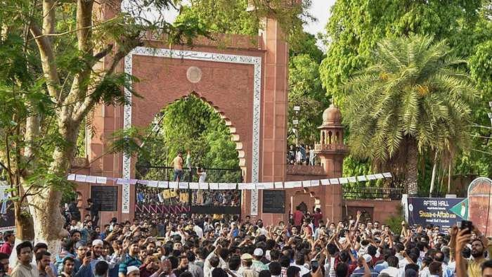 Situation worsens in AMU, VC threatens closure; anti nationals will die a dog's death, says Raghuraj Singh