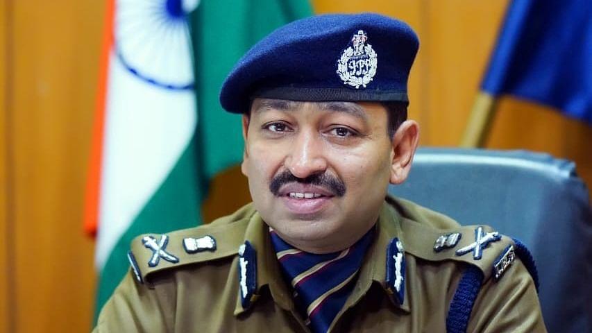 Uttarakhand police 'distributing' phones worth crores