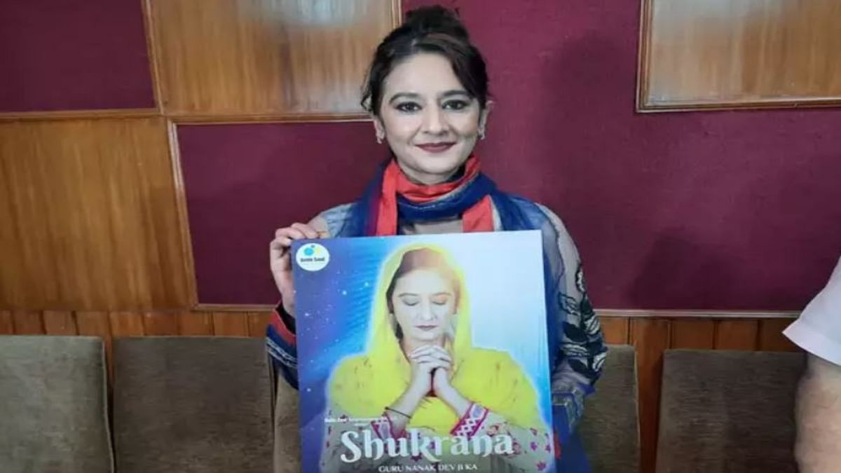 Pooja Dadwal with movie poster (Photo courtesy- social media)