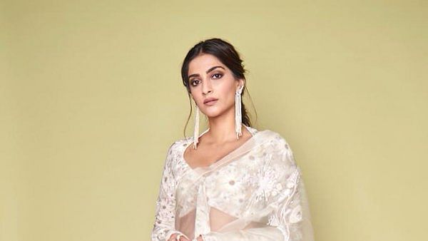 Actress Sonam Kapoor trolled for her tweet about Shaheen Bagh gives befitting reply to journalist