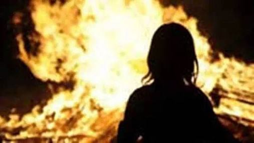 Woman set ablaze in Aurangabad dies