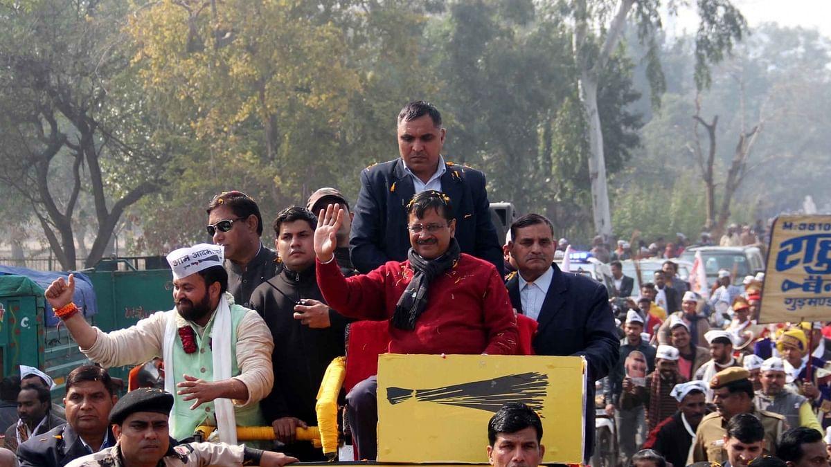 Pamphlets thrown at Kejriwal during Delhi roadshow