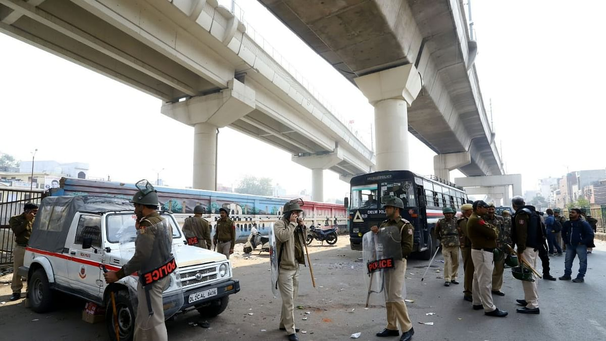Delhi Police look the other way as rioters run amok in northeast Delhi