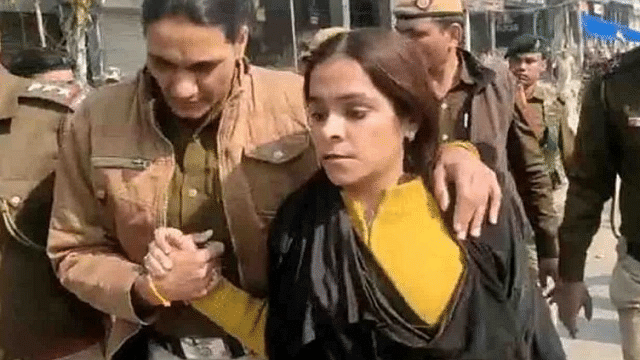 WATCH: Gunja Kapoor caught filming protesters wearing burqa in Shaheen Bagh, followed by PM Modi on Twitter