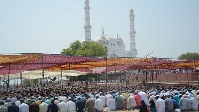 Muslim clerics ask community to avoid going to mosques