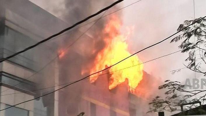 1 killed in blaze opposite Shahrukh Khans's home