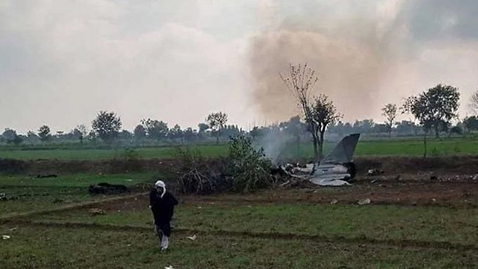 F-16 jet of Pakistan Air Force crashes in Islamabad during Pakistan Day parade rehearsals