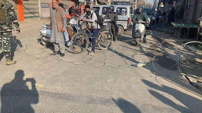 COVID 19: Panic grips Srinagar as people mob shops, petrol pumps & medical outlets