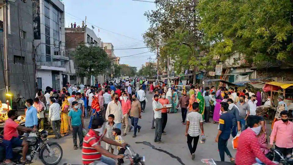 Panic buying in Noida, Ghaziabad before hotspots sealed: Delhi & Mumbai make masks mandatory