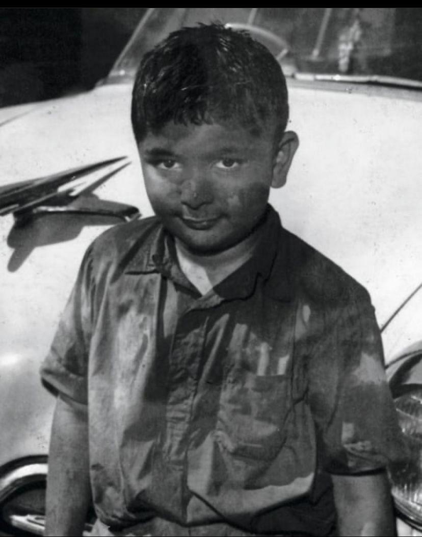 Young Rishi Kapoor (Photo Courtesy: Twitter/Haper Collin)