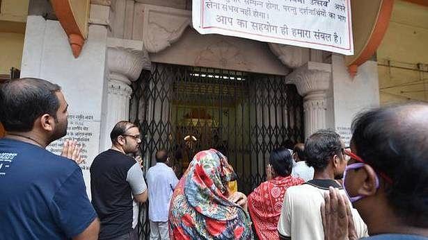 Defying lockdown, crowd gathers at Bengal temples for Ram Navami