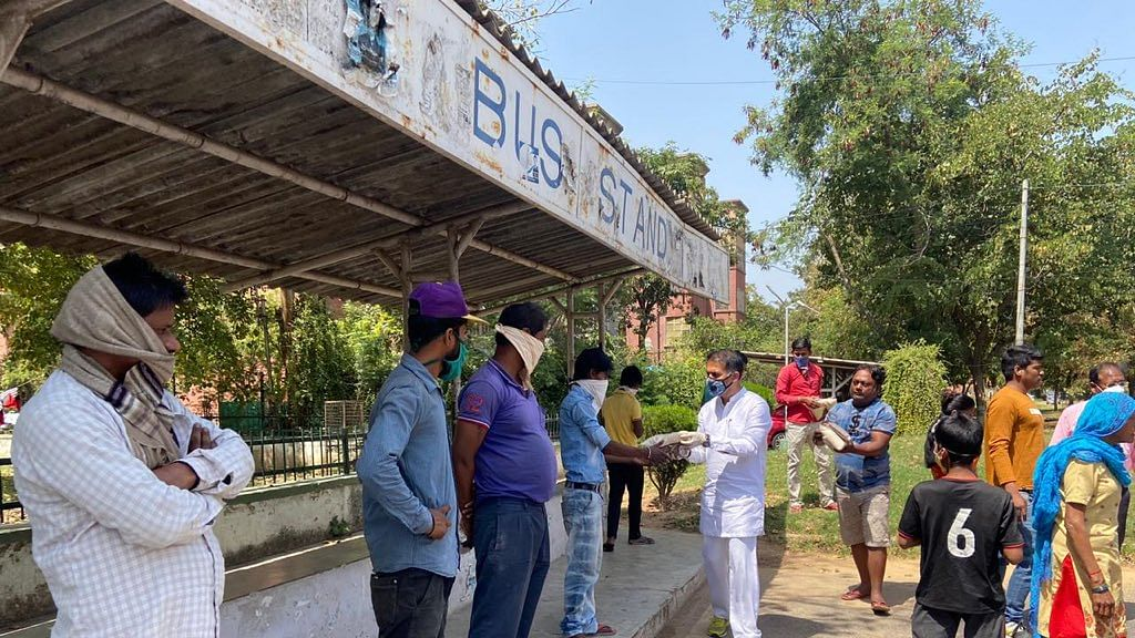 Bollywood: FWICE starts distributing groceries to film industry workers to help them during lockdown
