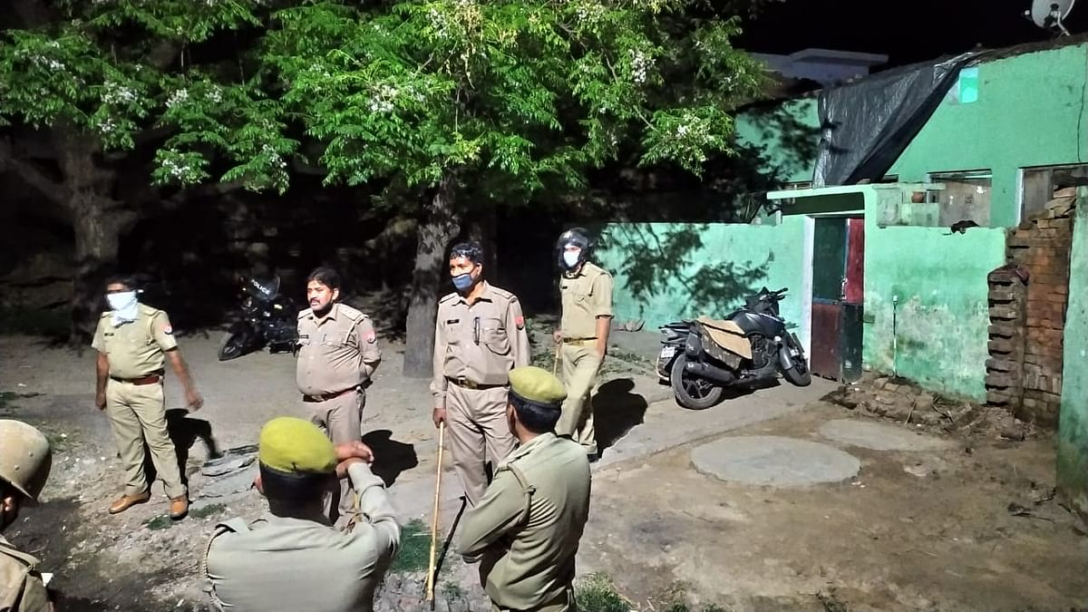 Uttar Pradesh: Cops attacked by Villagers while trying to enforce lockdown, SI, constable serious