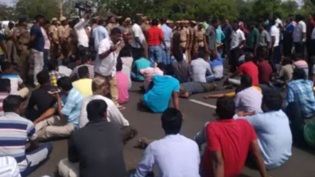 Uttar Pradesh: Factory workers protest over non-payment of salaries in Gorakhpur