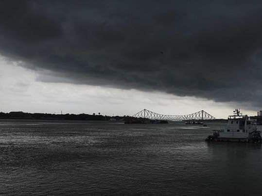 Kolkata minutes before Cyclone Amphan arrived (Photo courtesy: Twitter)