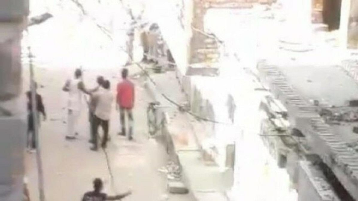 Villagers pelt cops with stones on Delhi-Gurugram border