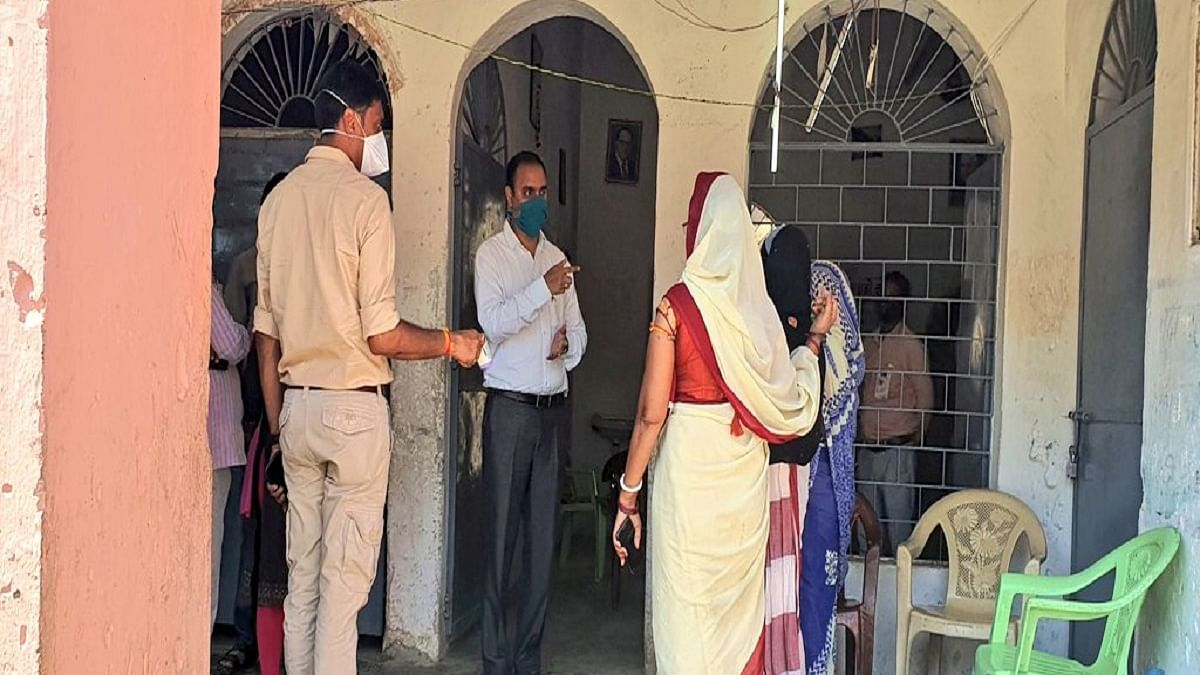 UP: Tehsildar suspended after irregularities found in food distribution at quarantine centre
