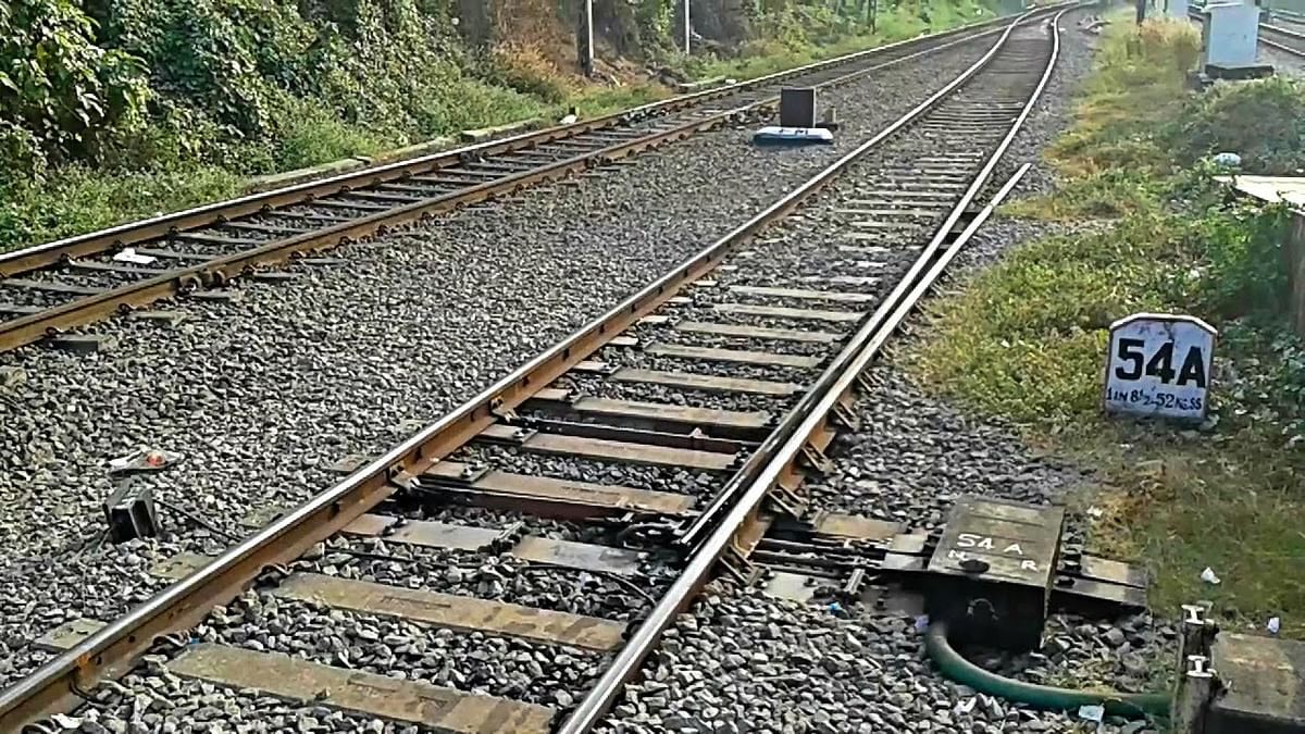14 migrant workers mowed down by goods train in Maharashtra