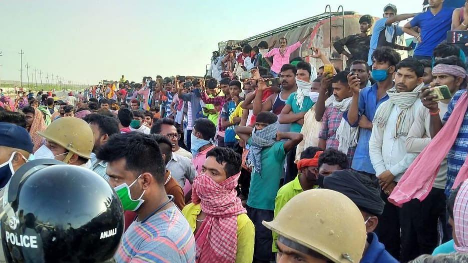 Gujarat: Migrants block highway in Kutch, pelt stones