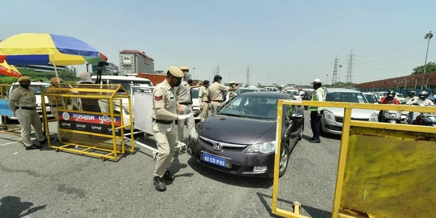 Several people claimed despite having passes, Gurugram police did not allow to cross the border