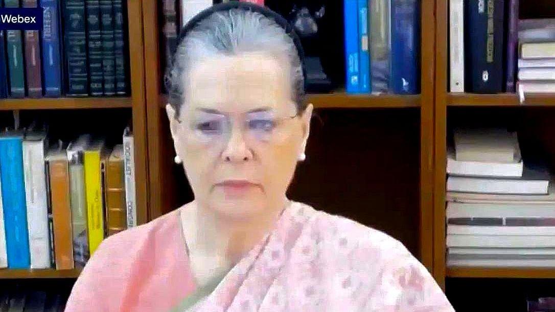 Sonia launches Rajiv Gandhi Nyay Yojya for farmers in Chhattisgarh; terms it 'true tribute' to former PM