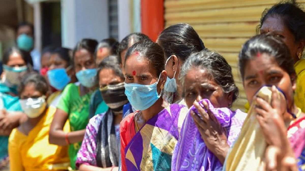 Act against those not wearing masks: Delhi LG to DM