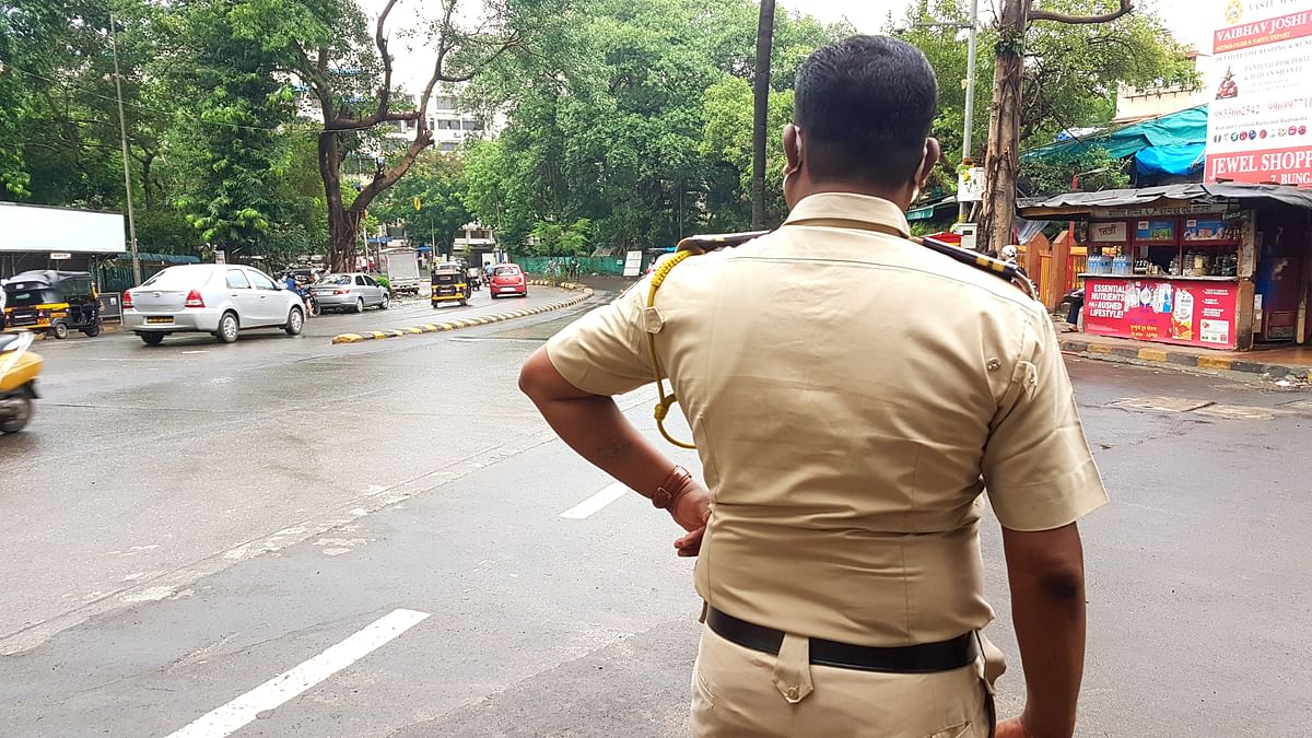 Mumbai: Scenes of COVID-19 panic from the 'Maximum City'