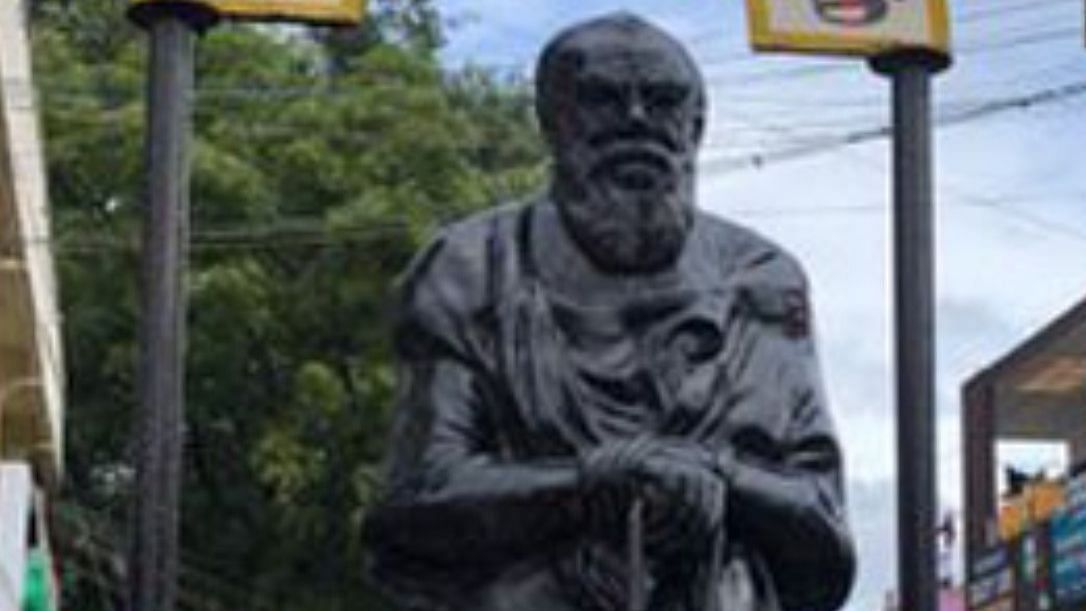 Miscreants splashed saffron paint on Periyar statue in Coimbatore