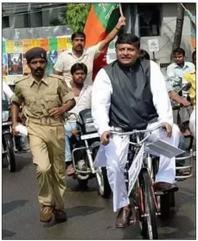Ravi Shankar Prasad during a protest against hike in fuel price before 2014