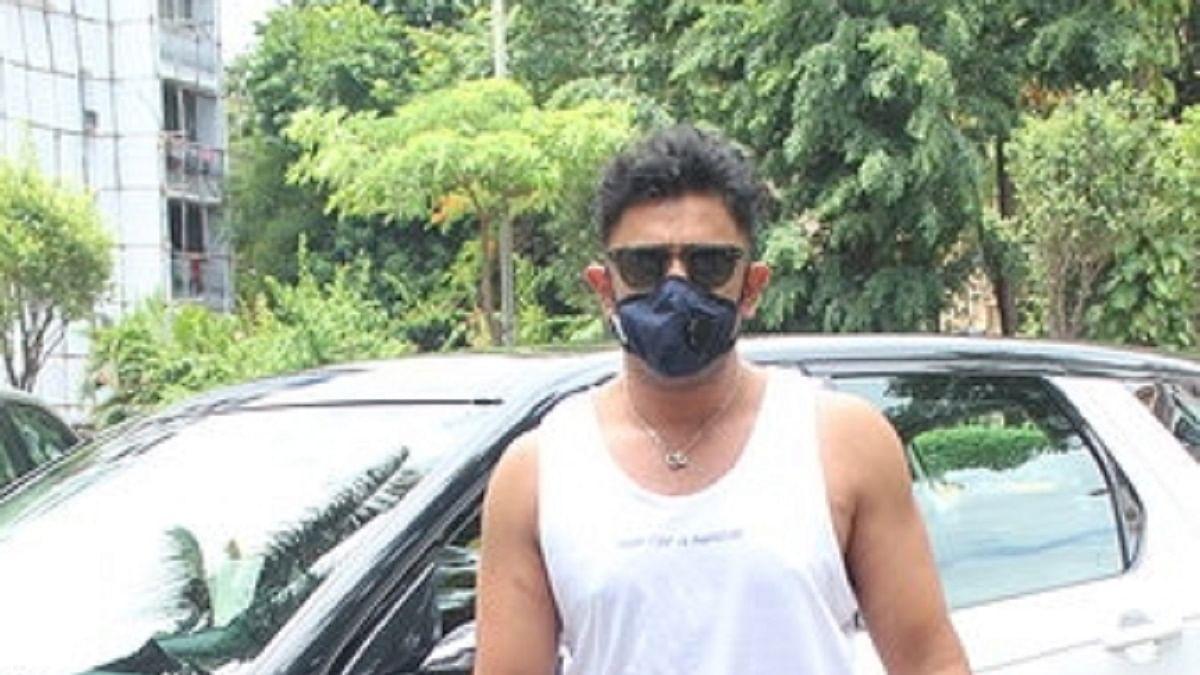Amit Sadh ready to be quarantined if he gets to hug Abhishek Bachchan!