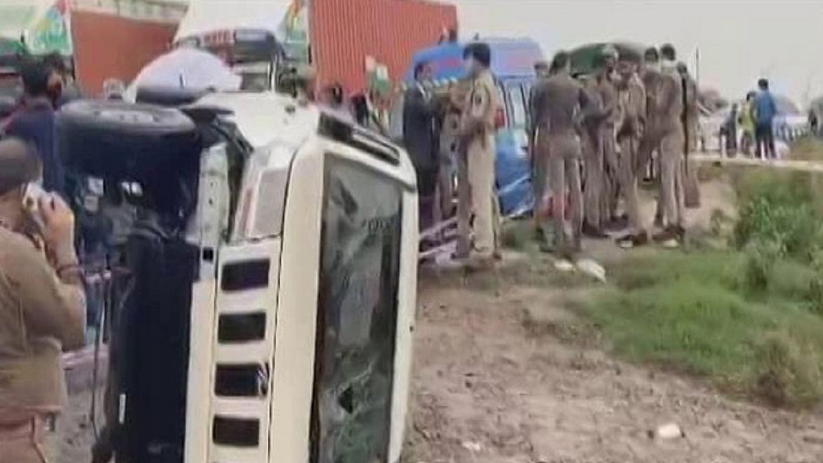 One of the vehicles of the convoy of Uttar Pradesh STF, bringing back Vikas Dubey from Madhya Pradesh to Kanpur overturns (Photo Courtesy: Twitter/@ndtv)