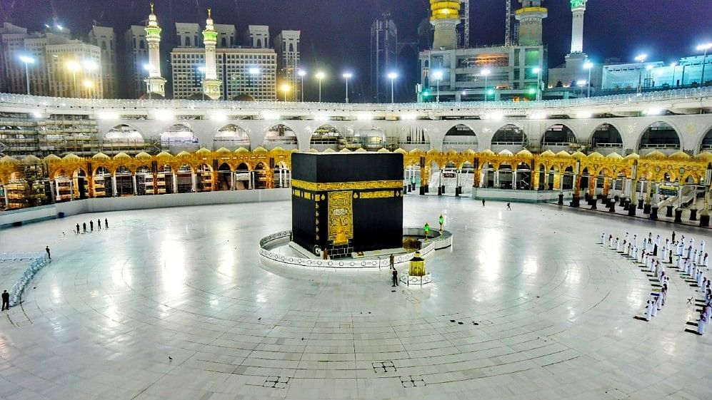 Bottled holy water, sterilised pebbles: the new guidelines by Saudi Arabia for Hajj