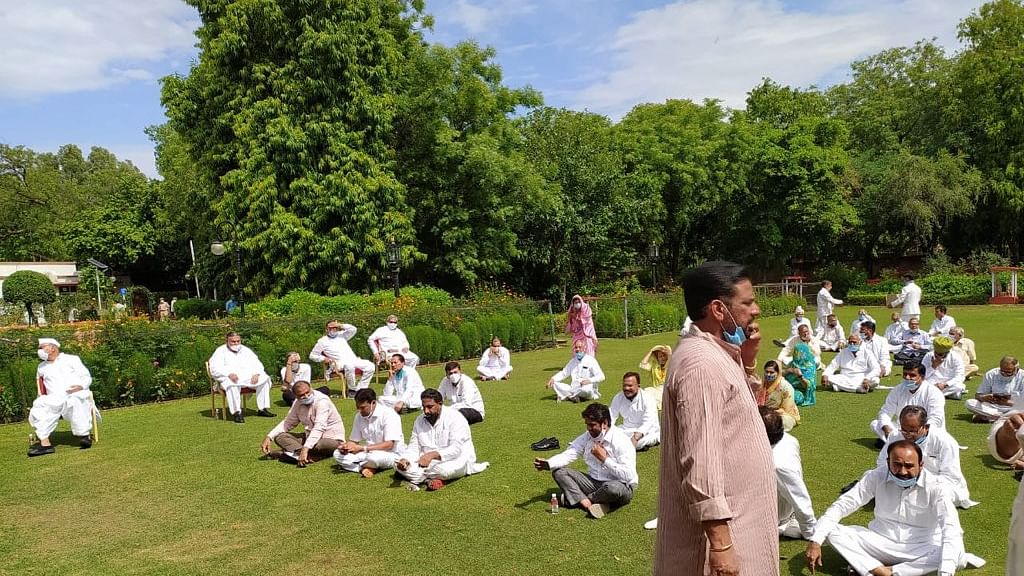 Rajasthan Congress MLAs gathered outside Raj Bhawan demanding session of the state assembly (Photo courtesy: Twitter)