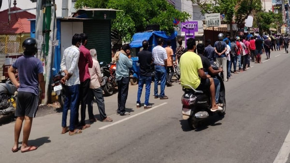Ahead of lockdown in Bengaluru, over 30,000 people leave; rush at grocery stores and liquor shops