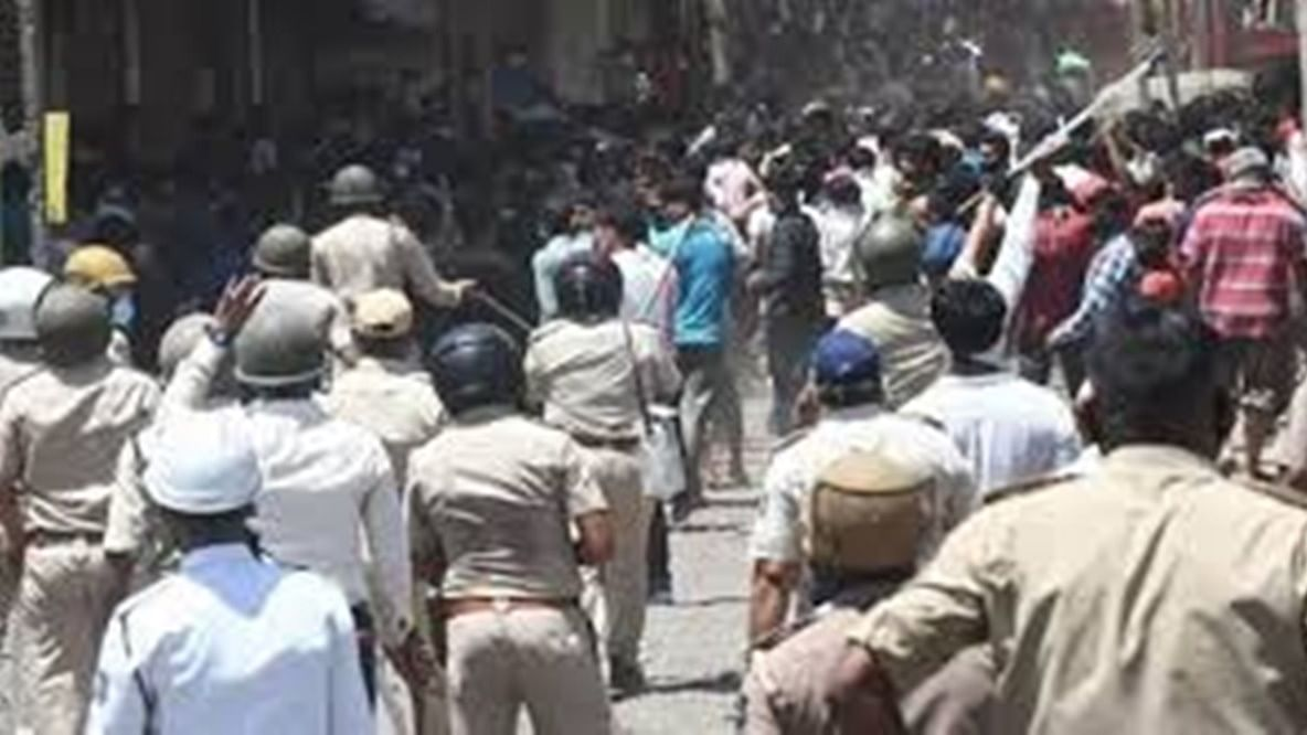 'Police failed to manage situation': Gujarat HC grants bail to migrants held for uproar over delay in return