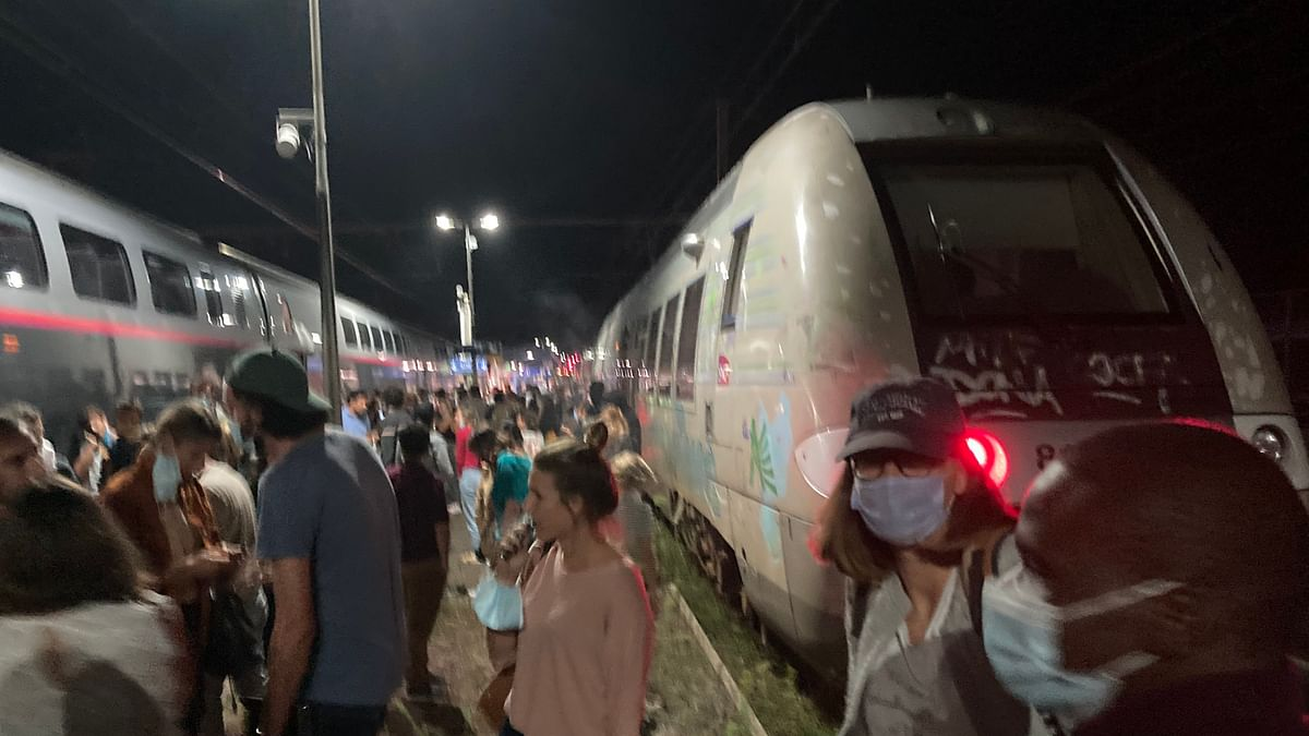 Thousands trapped on French trains after electrical trouble