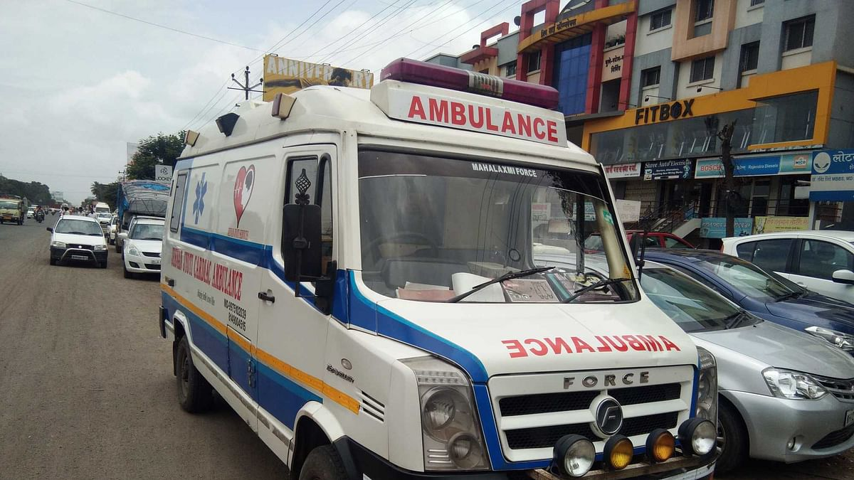 Doctor turns ambulance driver, ferries patient to hospital
