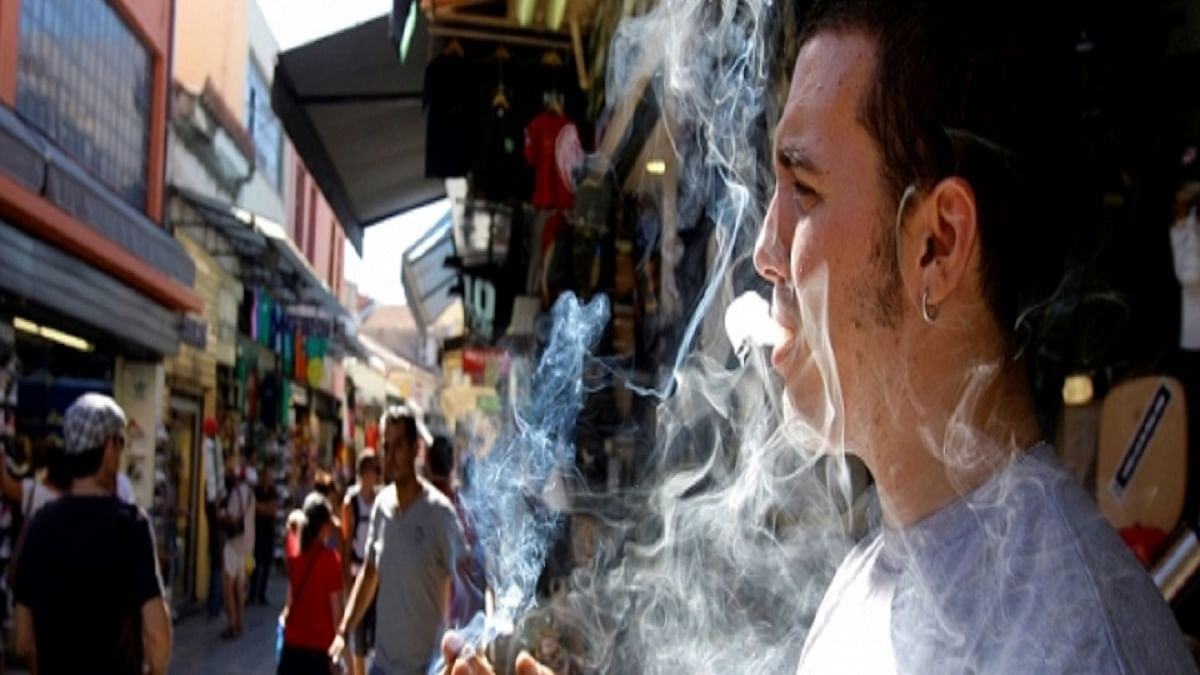Spanish region to ban outdoor smoking if there's no social distancing